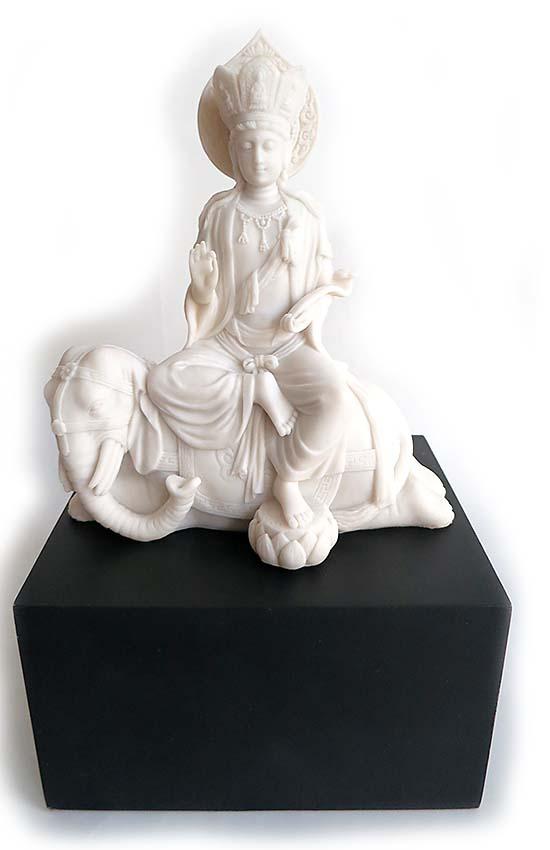 chinesische weibliche buddha urne kwan yin auf elefanten