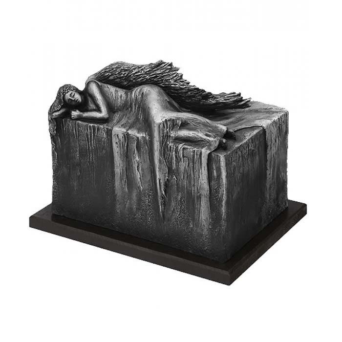 grosse design urne ruhender engel