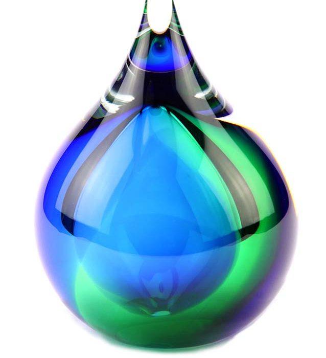 kleine kristallglaser D blasene urne glau grun
