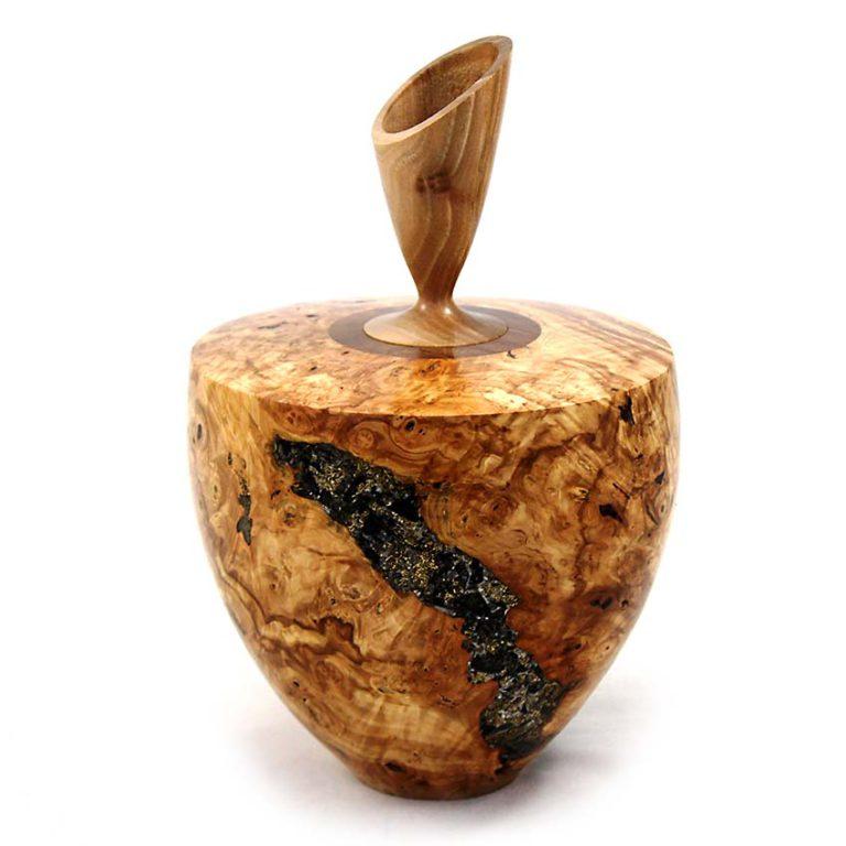 holz urne aus kastanje