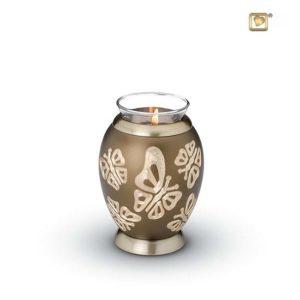urne mit wachslicht