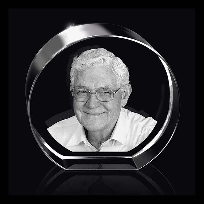 Gerundete Kristallglas Relikt mit Lasergravur (8 cm) Glas Mini art Urnen