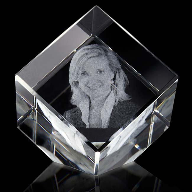 Gekippte Kristallglaswürfel mit Lasergravur (10 cm) Glas Mini art Urnen
