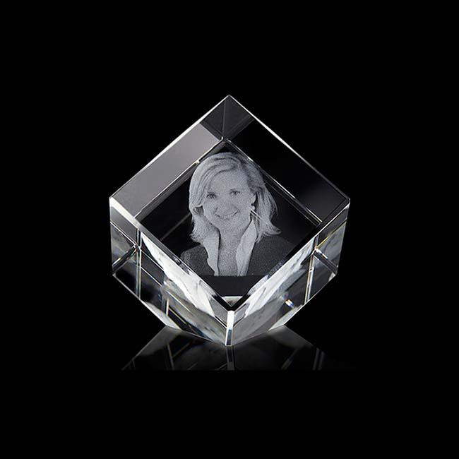 Gekippte Kristallglaswürfel mit Lasergravur (4 cm) Glas Mini art Urnen