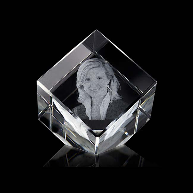 Gekippte Kristallglaswürfel mit Lasergravur (5 cm) Glas Mini art Urnen