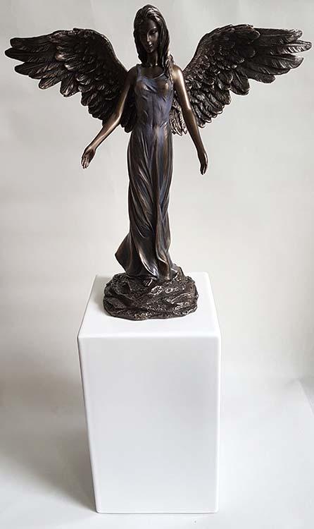 Bronze Engel Tierurne auf Weißem Sockel (3,5 Liter) Tierurnen Engel